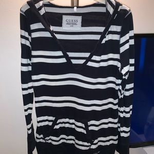 GUESS BLAXK & WHITE HOODED LONG SLEEVE SIZE L